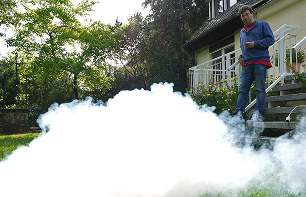 Outdoor-Nebelmaschine im Garten